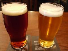 水, 2011-08-10 21:02 - Okanagan Spring 1516 Bavarian Lager(右)、Lighthouse Race Rocks Ale(左)