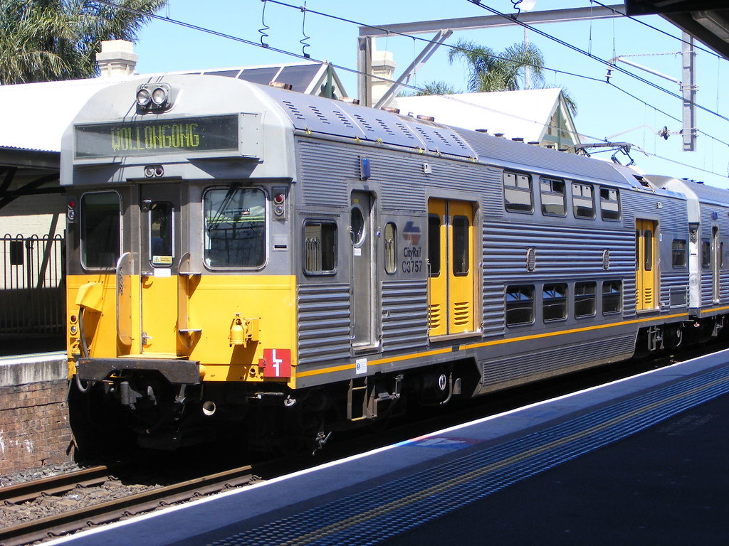 Cityrail 3757 Wollongong 25.02.10 by Andy Cole