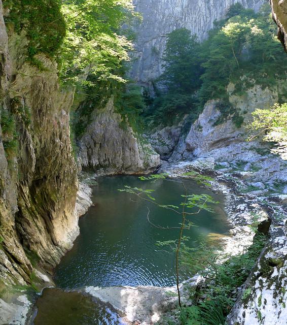 On top of Reka waterfall before plunging in the Škocjan Caves