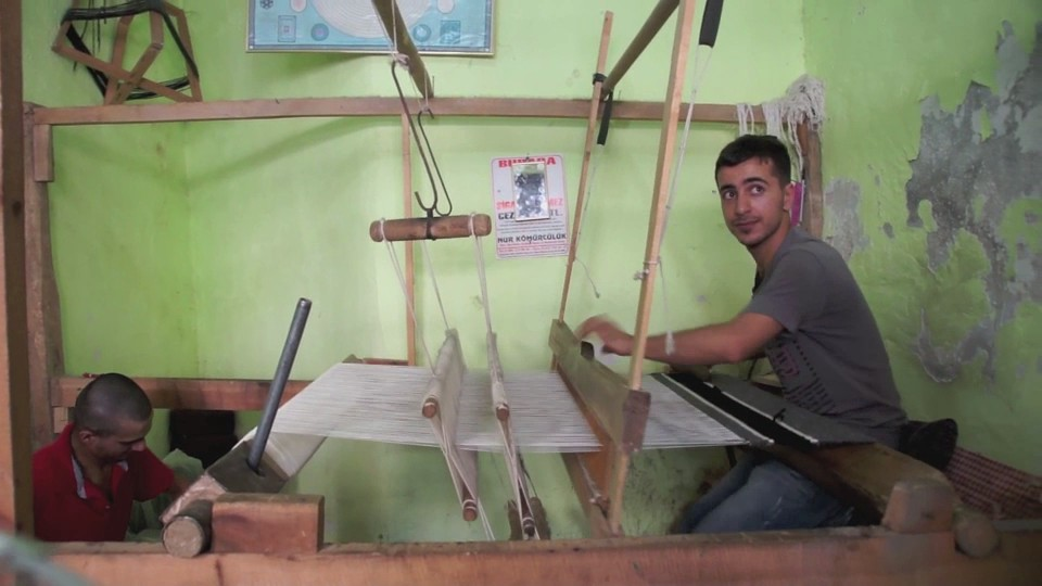 Young man with his loom in Siirt