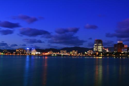 city sunset lake building night skyscraper nikon dusk bank lakeside shimane nightview magichour matsue sanin lakeshinji 松江 島根 宍道湖 2485mm 湖畔 d7100 薄暮 山陰合同銀行 saningodobank