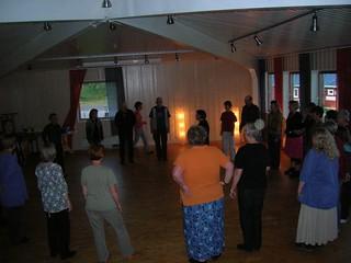 Dans fredag kväll   by folkdansaren.se