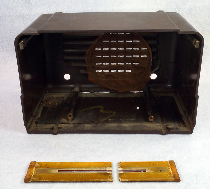 RD11401 Vintage Mid Century 1948 TRAV-LER 5066 Brown Bakelite Case TUBE RADIO DSC08569