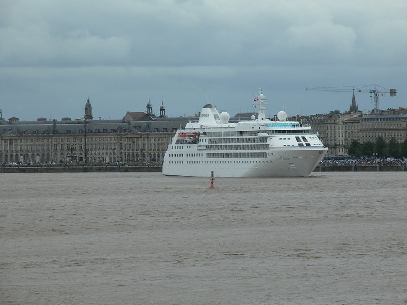 Silver Cloud Leaving Bordeaux ... - P9110464