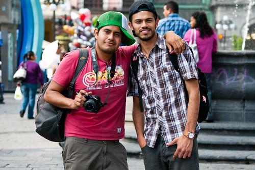 Alejandro & Nahin 34/100