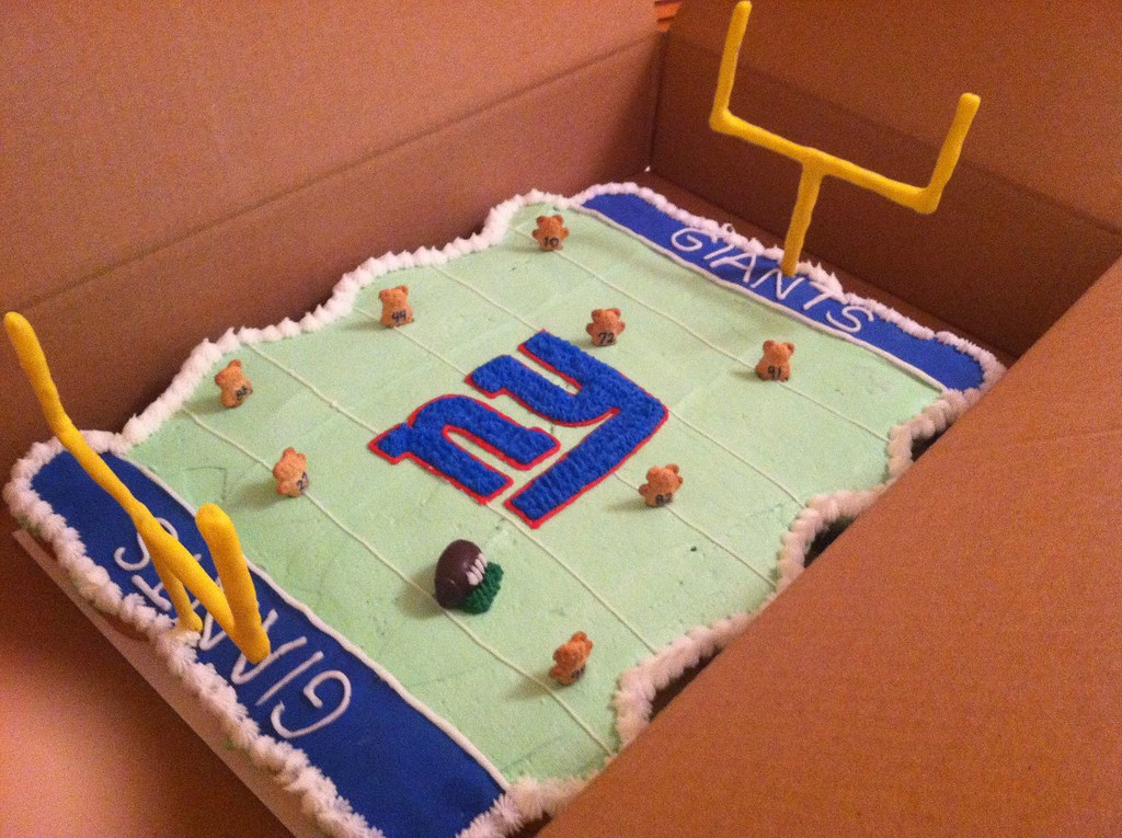 Surprising Ny Giants Pull Apart Cake Polkadot Cupcake Shop Flickr Funny Birthday Cards Online Inifodamsfinfo