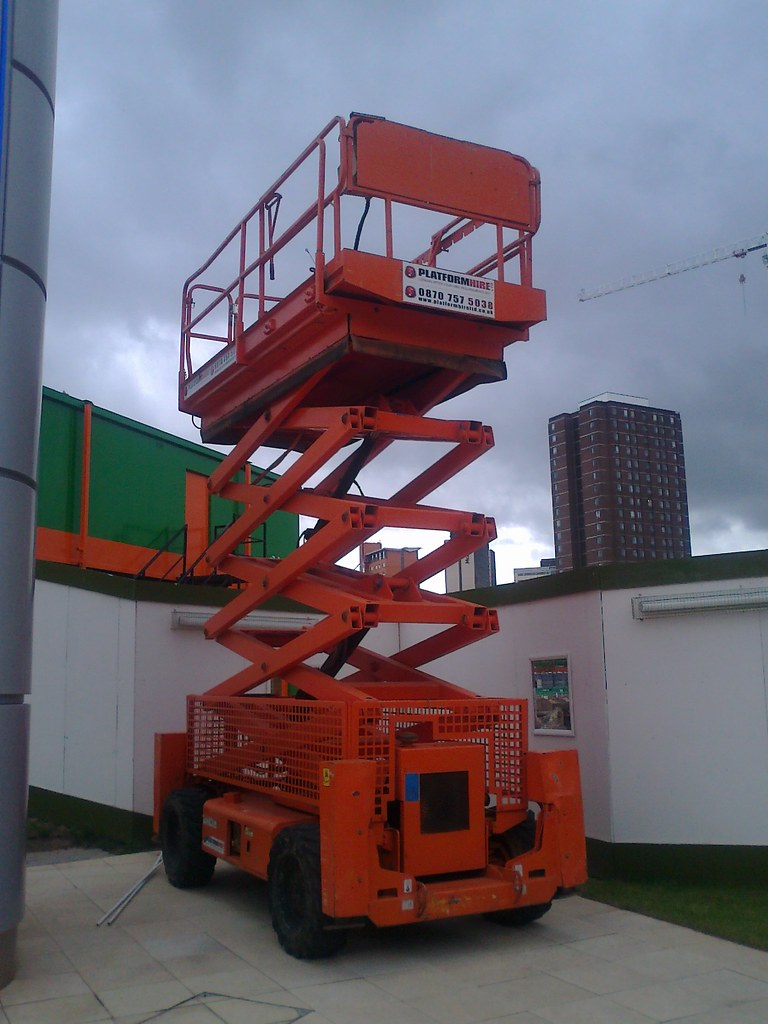 Scissor lift near Aston University Student Residences - Ph… | Flickr