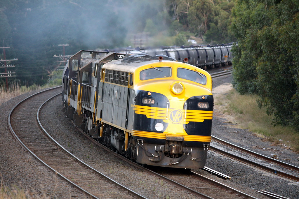 B74 leads on the Broadford Curves by LC501