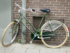 West-Side damesfiets (classic ladies bicycle, vieux v�lo dame), � 1980, Aachen, Jakobstrasse (D), 08-2011