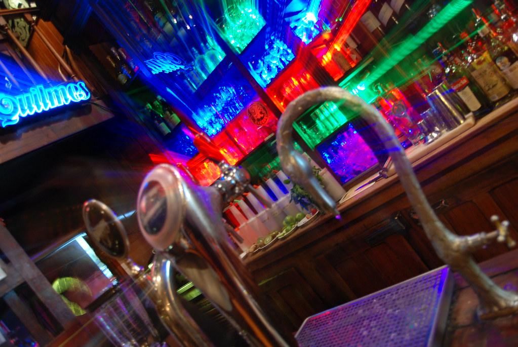 Barbaro Bar, Bar notable de Buenos Aires, Espacio Cultural -10