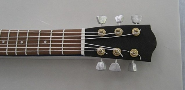 Gibson Guitar headstock cropped
