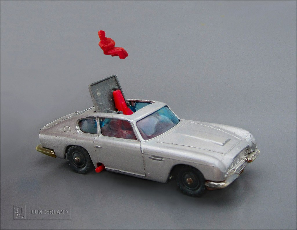 James Bond 007 Aston Martin Db5 With Ejector Seat 1 64 Sca Flickr