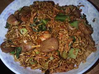 Homemade comfort food: Mie Goreng Jawa/ Javanese Fried Noodles. NOM! | by miahungrylongtime