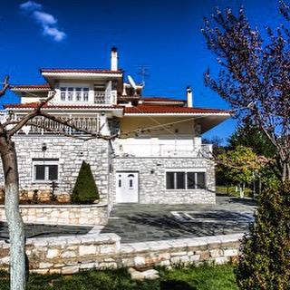 robe-immobilien.de Villa Athen Griechenland mit Traumgrundstück. Finanzierung und Zusammenarbeit mit http://improfit.de IM Profit Group. Exklusive Objekte zu top Konditionen finanzieren, mit Liebe zum Detail.