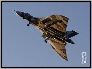 XH558 Steep climb with the Vulcan Howl