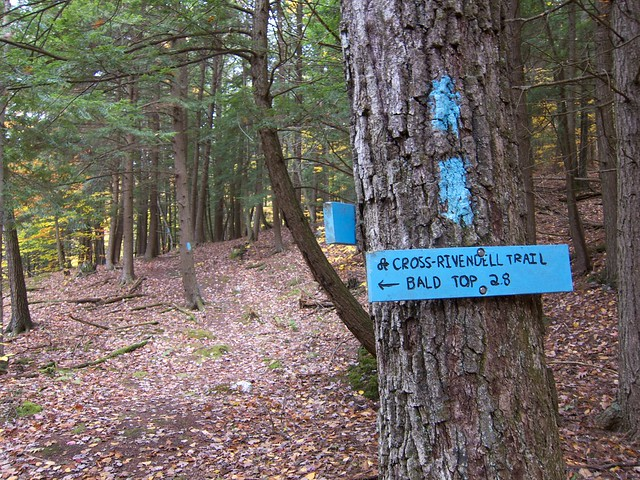 0:13:45 (8%): sign vermont hiking fairlee crossrivendelltrail baldtopmountain