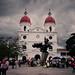 Parque Central e Iglesia de Ríonegro, Antioquia.