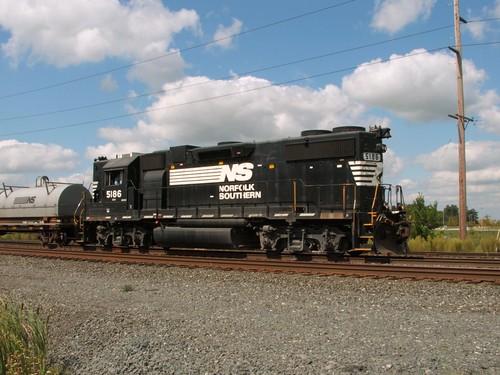 railroad ohio chicago train star ns steel north norfolk delta line southern emd gp382 5186 b41 highhood