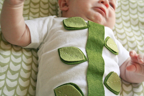 Easy-peasy DIY baby flower costume! | yourwishcake.com | by wishcake