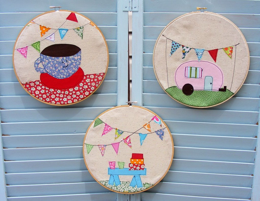 QuiltedCupcake Hoop Art | Sewing Projects For The Living Room