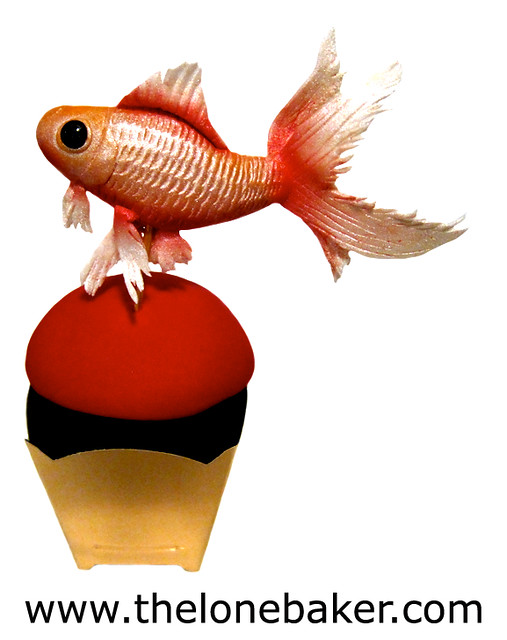 Gold Fish Cupcake (fondant fish tutorial)
