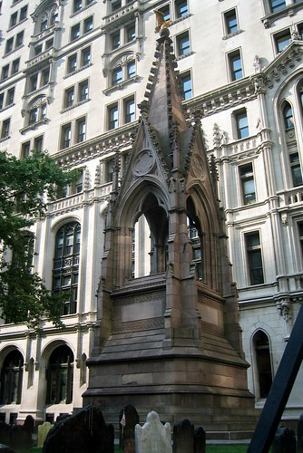 Trinity Church - Memorial for Unknown Revolutionary War Heroes   by wallyg