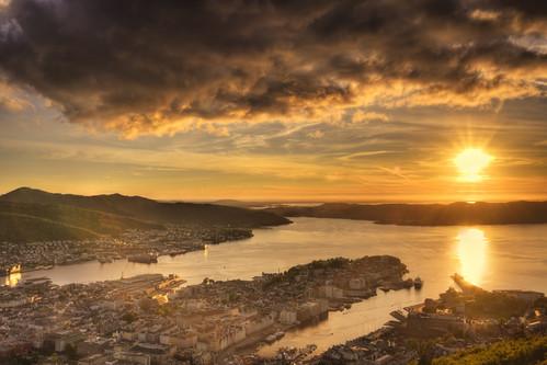 sunset bergen norway norvège clouds sky light city town coast sea fjords floyen europe nikon nikkor 24120mm d750 getty gettyimages sizuneye