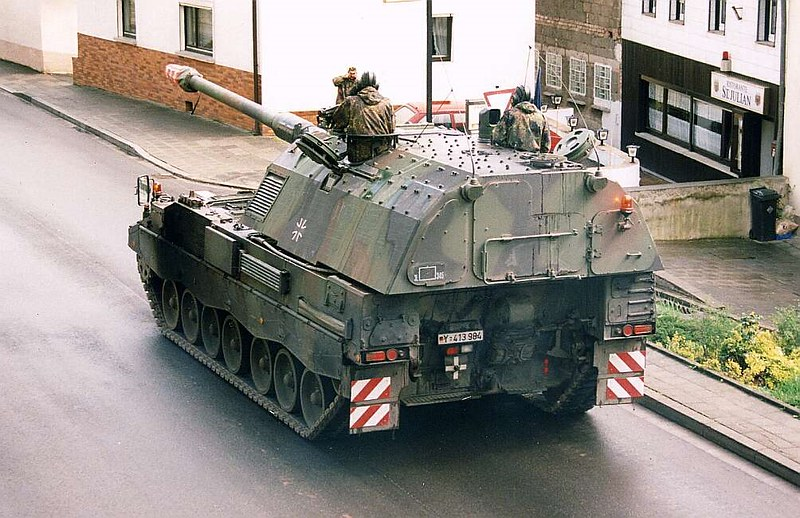 Panzerhaubitze 2000  2