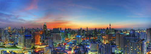 Bangkok Sunset - October 26, 2011 | by DeeMakMak