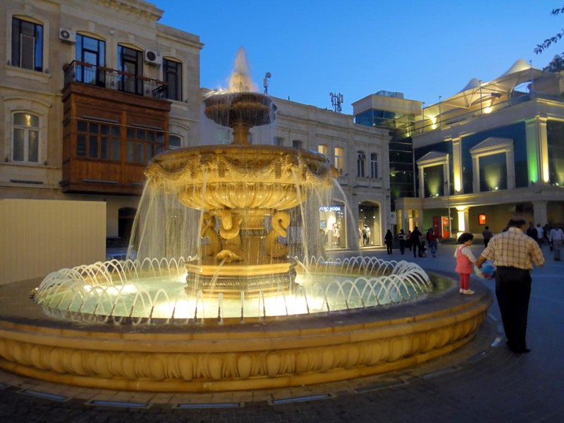 Азербайджан. Баку. Пешеходная зона