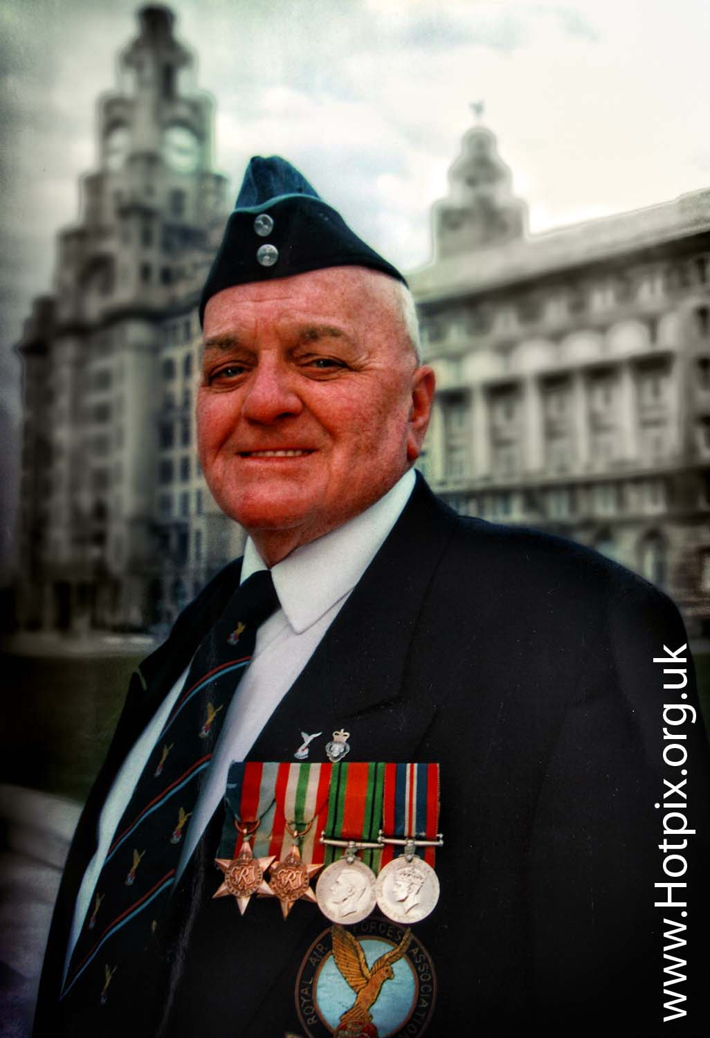 veteran,medal,medals,wr,old,soldier,pier,head,liverpool,mersey,merseyside,day,rememberence,rememberance,celebration,cenataph,england,english,UK,British,britain,great,royal,air,force,association,GB,november,11,11/11,11th,liver,building,cunard
