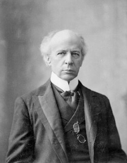 The Right Honourable Sir Wilfrid Laurier (in 1906), Prime Minister of Canada from 1896 to 1911 / Le très honorable sir Wilfrid Laurier (en 1906), premier ministre du Canada de 1896 à 1911