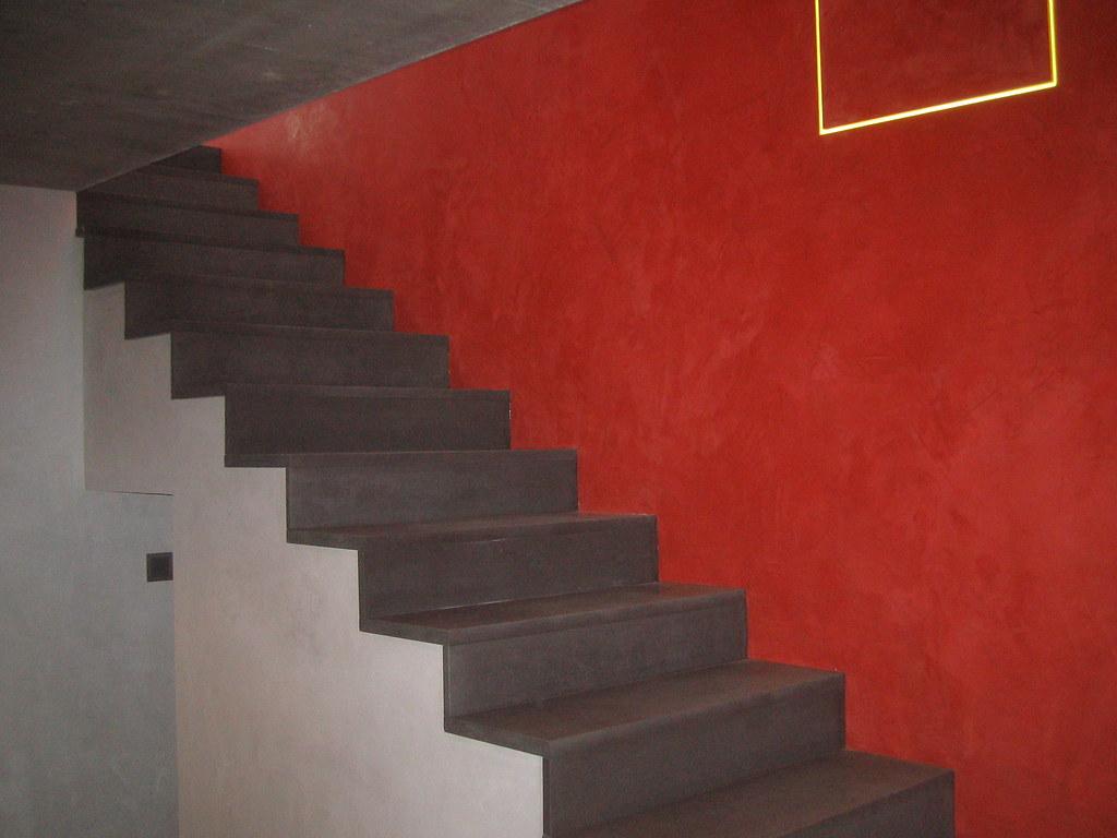 Keim Escalier Beton Enduit Rouge Et Platre Cire Bouvere