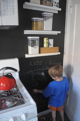 chalkboard paint wall in kitchen | by DIY Del Ray