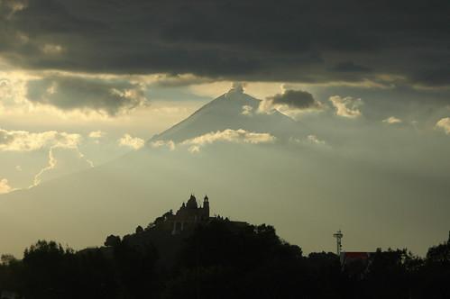 volcan con iglesia de cholula
