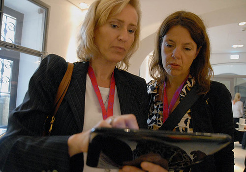 HP manager Regine Pohl demonstrating the webOS based Touchpad Tablet @ DLD DLDWomen 2011 | by innovate360