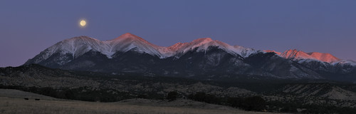 sunrise moonset alpenglow collegiatepeaks mtshavano
