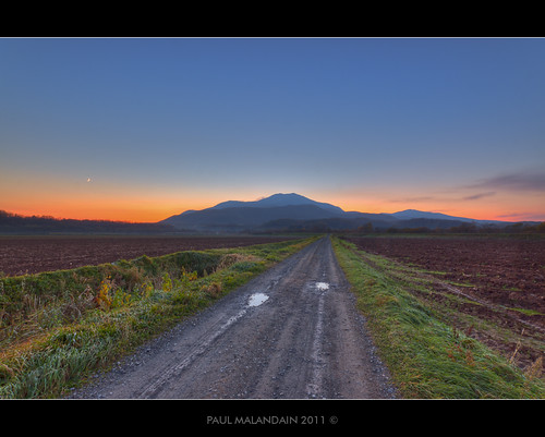 autumn sunset moon mountains colour nature japan colorful hokkaido sigma fields 1020mm hdr niseko ploughed cresent annupuri kutchan canoneos50d