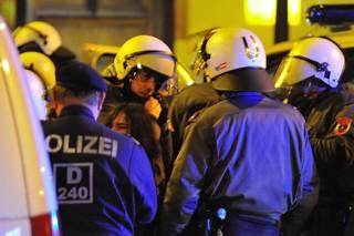 Demonstration gegen die Räumung des #Epizentrum (Polizeikessel)   by daniel-weber