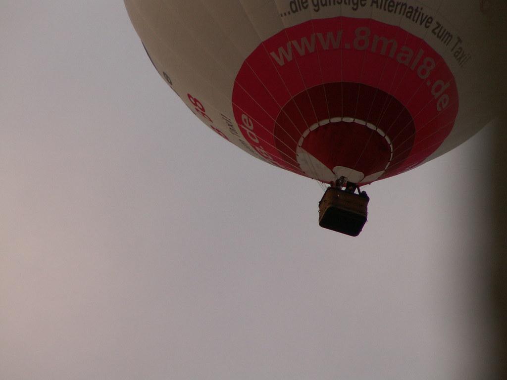 Der Ballon gilt nicht als Fahrzeug. Der Ballonfahrer behält sich das Recht vor, Ihren Ballonflug zu verschieben, wenn die Wetterbedingungen es nicht erlauben, und bei Absage wegen ungünstigem Naturgeschehen wird Ihre Kreditkarte nicht belastet 010