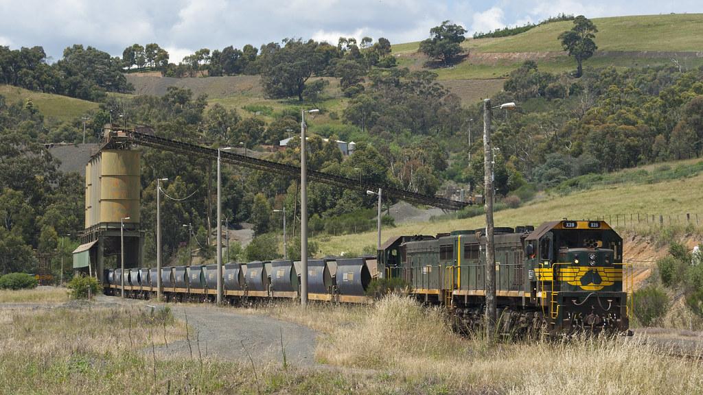 Hanson quarry train by michaelgreenhill