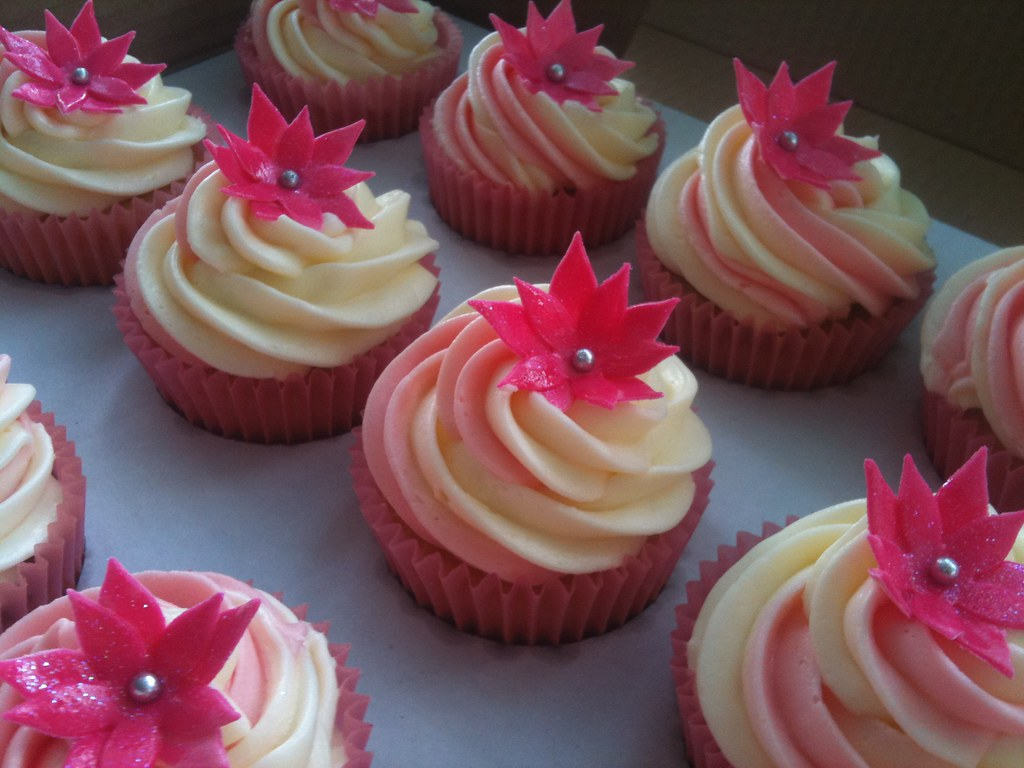 2 TONE PINK FLOWER BIRTHDAY CUPCAKES