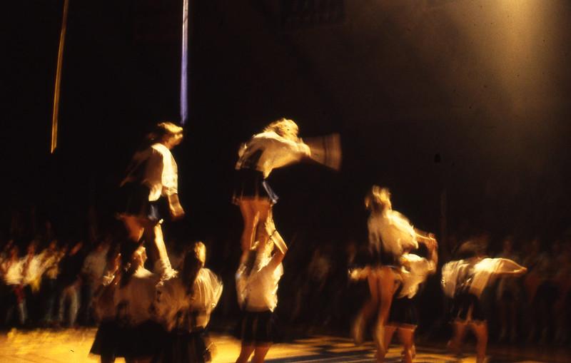 1991-11_actv_hc_pepassembly_cheerleaders_stunt_02
