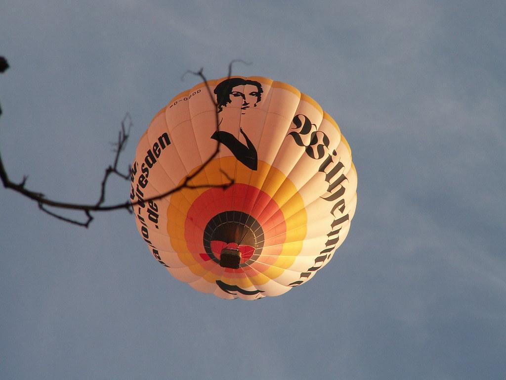 Den großen Weltzusammenhang regiert allein die Hand des Einen, durch die sich wie ein Lobgesang die Sphärentöne hell vereinen am Ballon 005