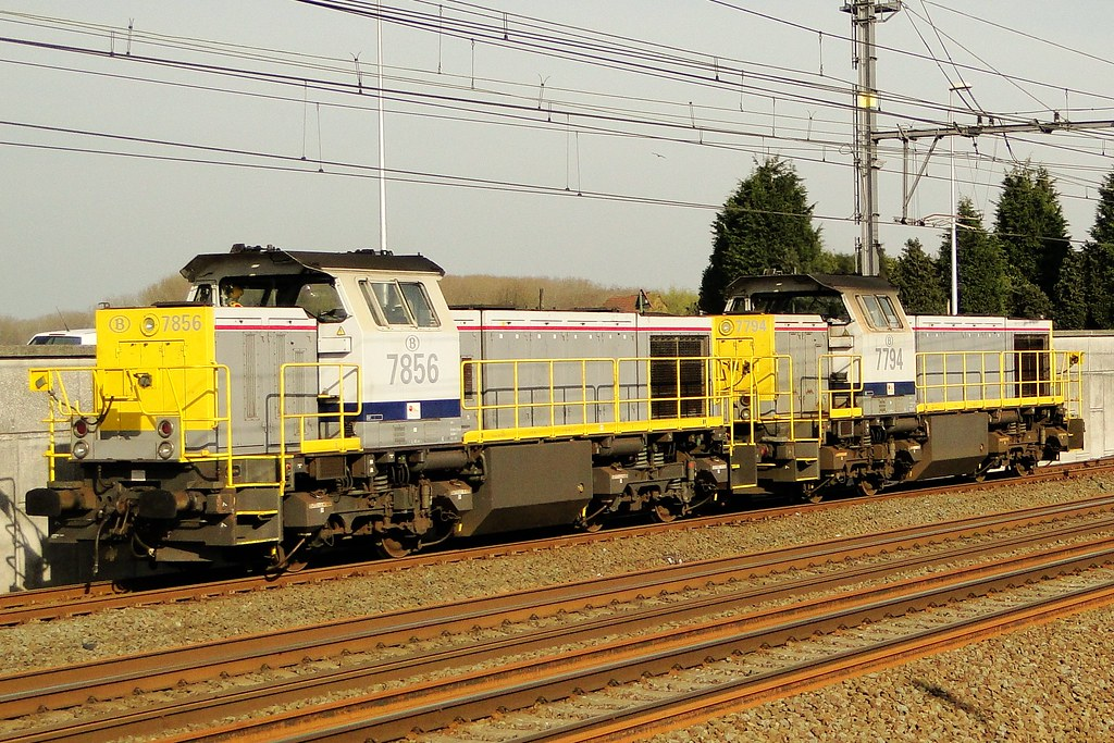 NMBS Two diesellocomotives of class 77.