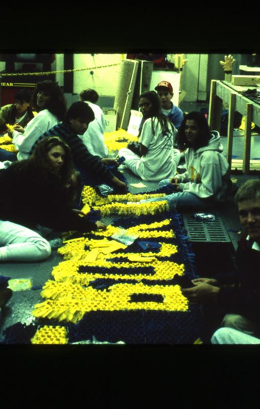 1991-11_actv_float_construction_12