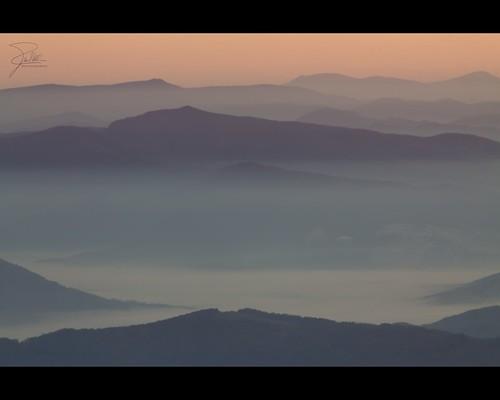 mountain sunrise canon unitedstates northcarolina f11 70200 ef2xii ef70200mmf28lisusm20x mountmitchellstatepark canoneos5dmarkii eskota canonef70200mmf28lis2x mountmitchellsummittrail