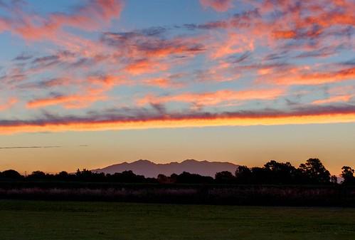 sunset mountain clouds hamilton pirongia