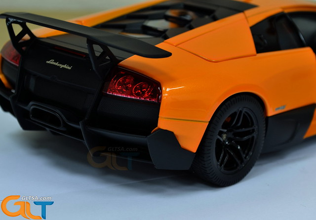 Lamborghini Murcielago LP670-4 SV 1:18 Norev