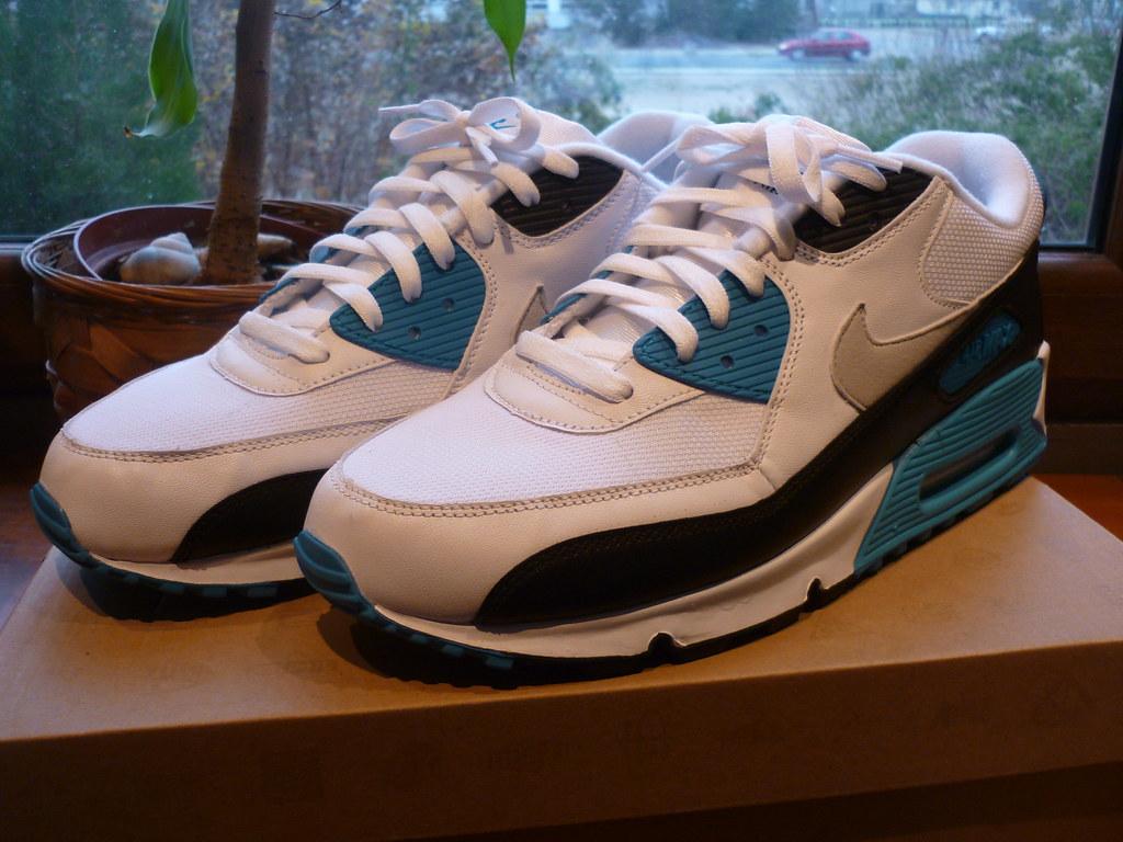 2010 Nike Air Max 90 Laser Blue